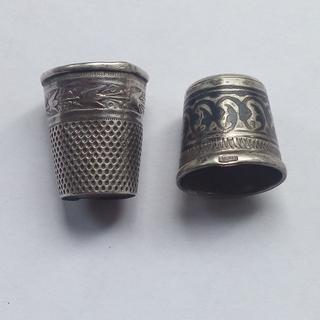 Два серебряных наперстка 84 и 875 пробы.