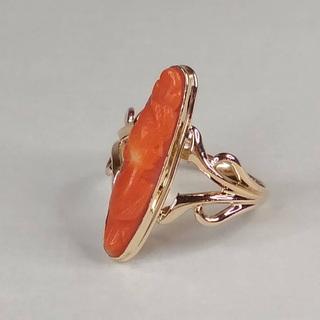Золотое кольцо с резным кораллом