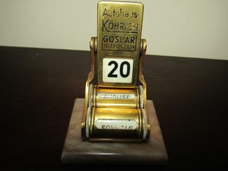 Перекидной кабинетный настольный календарь латунь Европа винтаж