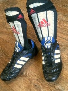 Adidas - фирменные футбольные копы разм.40 + щитки