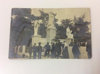 Киев 1914г У памятника (дар городу от императора)