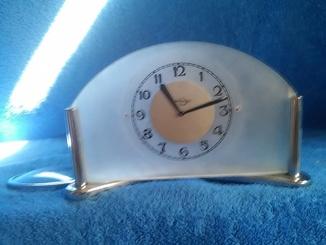 Часы настольные: Златоустовский часовой завод.