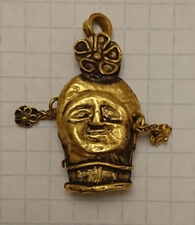 Золотая подвеска. Двуликий Янус - бог древнегреческой мифологии.