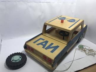 Деревянный автомобиль ГАИ с мигалкой