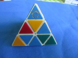 Треугольник Рубика с логотипом фестиваля СССР.
