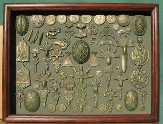Бронзовая археология Украины. Копии, со стеклом, 41х21см