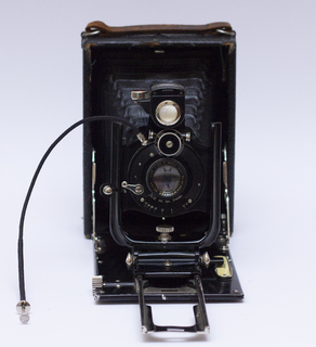 Фотоаппарат с объективом Carl Zeiss