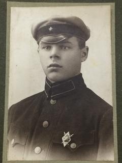 Фотография ЧКист 20-е годы Знак ОГПУ
