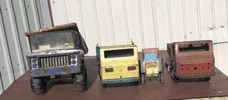 Три машины и трактор