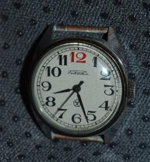 Часы ракета красная цифра 12