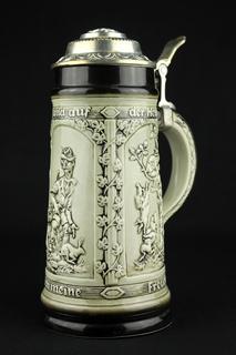 Коллекционная пивная кружка. VEB Sitzendorfer Porzellanmanufaktur. Охота. Германия. (0372)