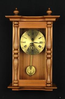 Компактные настенные маятниковые часы. Германия. (0368)