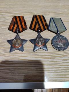 Орден Славы второй и третий степени и Медаль за отвагу.