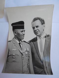 Министр обороны Индонезии Сухарто и посол СССР при передаче кораблей 140/91