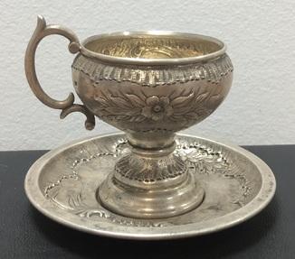 Старинная серебряная кофейная чашечка с блюдцем -