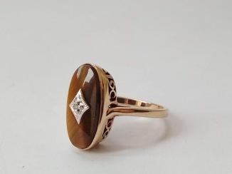 Кольцо-печатка с тигровым глазом и бриллиантом