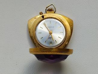 Часы кулон позолоченные Заря