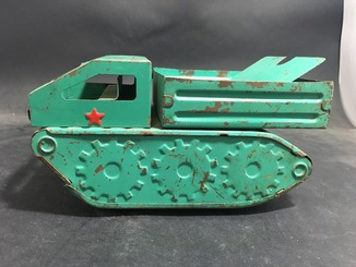 Жестяная машинка времён СССР