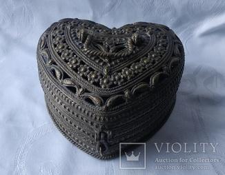 Бронзовая шкатулка в формі сердца