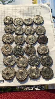 24 монети в колекційному стані