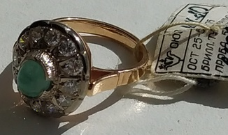 Перстень с изумрудом и брильянтами