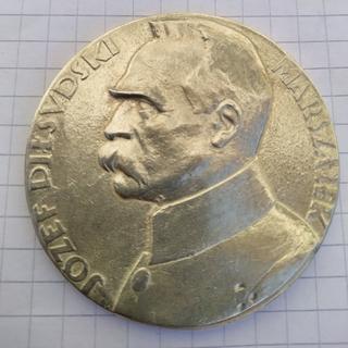 Настільна срібна медаль Пілсуцький