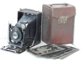 """Фотоаппарат """"ГОМЗ ВООМП"""" Анастигмат Ортагоз 1:4,5 №13117 (в футляре, с 4 пластинами)."""
