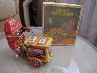 Space Explorer - старая игрушка заводная