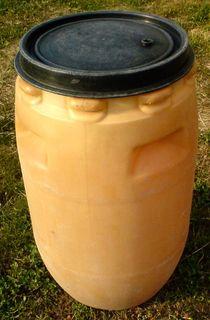 Емкость, бочка пластик 120л с крышкой