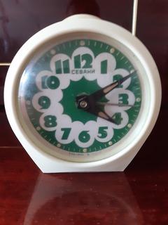 Часы-будильник,,Севани,, на ходу.