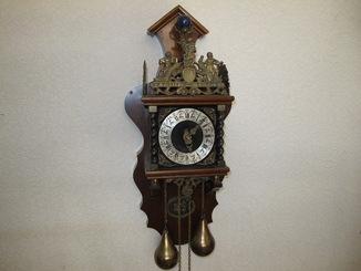Настенные голландские часы . С боем . нерабочие