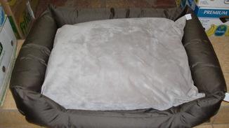 Диванчик для собаки.(размер 95 на 65 см. и подушка)