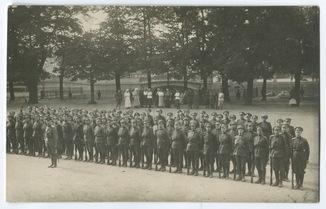 2-й Женский (1-й Петроградский) батальон смерти на площади перед Инженерным замком