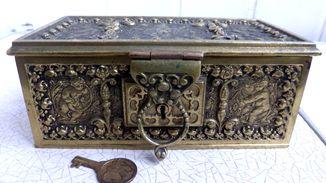 Старинная бронзовая шкатулка