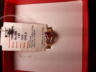Кольцо с 7 брилиантов и 1 рубин