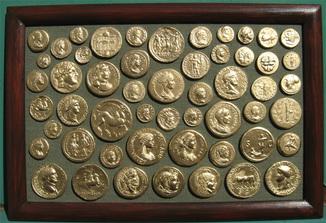Золотые монеты античности. Копии, без стекла 31х21см.