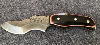 Нож из дамасской стали, с кожанными ножнами.