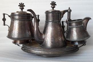 Серебряный сервиз из четырех предметов в неорусском  стиле.