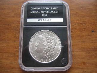 Серебряный доллар Моргана 1898 г. в слабе