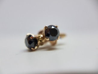 Сережки с чёрными бриллиантами 0,81 карат