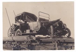 """При налете бомбой разбит автомобиль """"Пакарт"""" 1920 г."""
