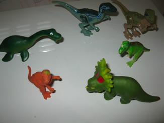 Игрушки, динозавры.