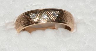 Кольцо золото бриллиант  Украина