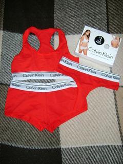 Комплект женского белья Calvin Klein топ+шорты+стринги (размер М)