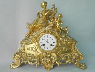 Бронзовые часы в оригинальной позолоте XIX века