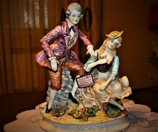 Коллекционная фарфоровая статуэтка, Capodimonte, Италия.