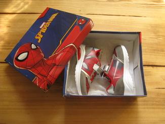 Детские кроссовки Spider-Man Marvel. Новые.