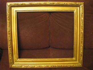 Старая рама - багет,гипс - наружный размер 67 х 58 см.