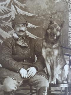 "Красноармеец с овчаркой "" Аякс""-1926 год"