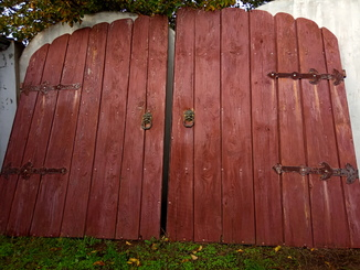 Брама, ворота. дерево,бронза .метал